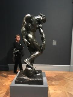 Auguste Rodin foi um artista francês que teve suas peças expostas no Met a partir de 1912.