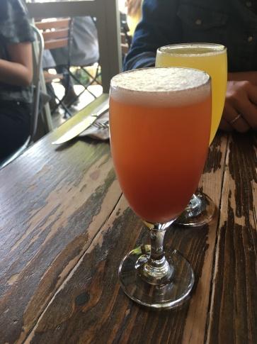A Blood Orange Mimosa, de cor avermelhada, é feita com uma laranja mais amarguinha do que a tradicional.