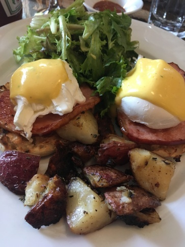 Mogador Brunch com Eggs Benedict