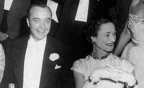 FEATURES...28/4/0*scanned by photocd*PHOTOGRAPHER:AGENT - DEPT:FEATURES- CAPTION:FROM 'DANCING WITH THE DEVIL' a new book by Christopher Wilson detailing the life of the Duke and Duchess of Windsor nee Wallis Simpson and King Edward viii. Pic: At a nighclub in New York posing for their friend Jimmy Donahue as the 'King and Queen' wearing paper crowns. Surprisingly Wilson claims in his book that the Duchess had an illicit affair with Donahue a gay playboy. Pic: Donahue with Wallis (R).