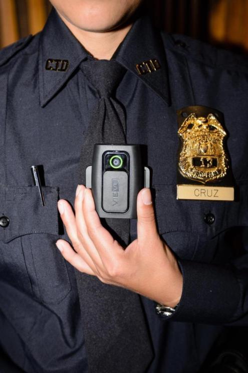 Na sua gestão, os policiais da NYPD passaram a utilizar câmeras corporais