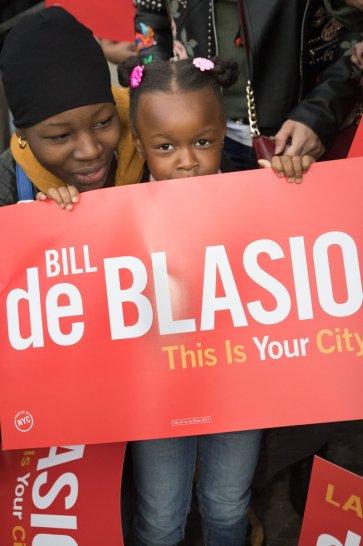 Bill conquistou a garantia de pré escola para crianças a partir dos 4 anos, e a meta para a próxima eleição é introduzir o pre k para pequenos de 3 anos de idade