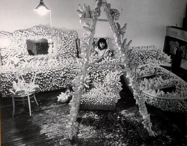 kusama-in-her-studio-1963-64.sm_