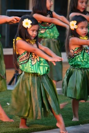 Fomos recebidos no luau por pequenas dançarinas de hula também... Muito amô! Foto: Adriana Ziemer