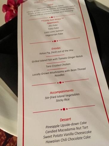 O menu do luau incluía arroz grudadinho (Sticky Rice), pokes de atum e salmão e outras delicinhas típicas.
